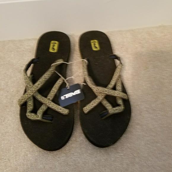 36d044d10 NWT Teva Olowahu Sandals SZ 10